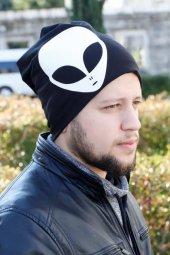 Beyaz Renk Alien Figürlü Siyah Erkek Bere