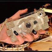 Chanel Parfüm Şişesi Modeli İphone 5 & 5s Çantalı Askılı Kılıf Beyaz Taşlı